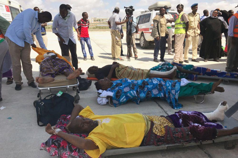 Пострадавшие от взрыва в аэропорту Сомали.