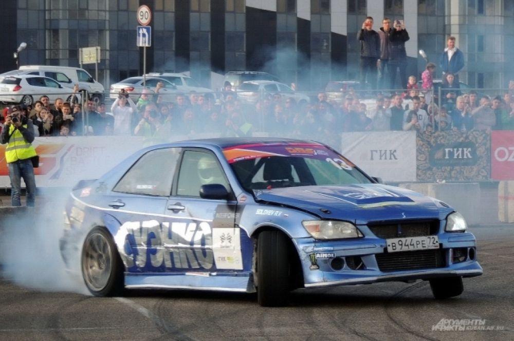Чем больше едкого дыма из-под колес – тем лучше.