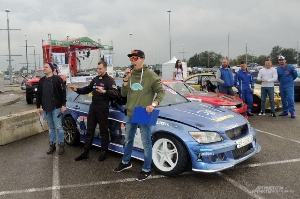 Пилот из Тюмени Александр Соловьёв не зря проехал почти 3 тысячи километров до Краснодара: он стал победителем пятого этапа Drift Battle Series 2017.