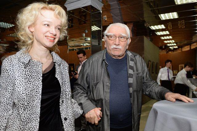 Что за скандал возник вокруг Армена Джигарханяна и его жены?