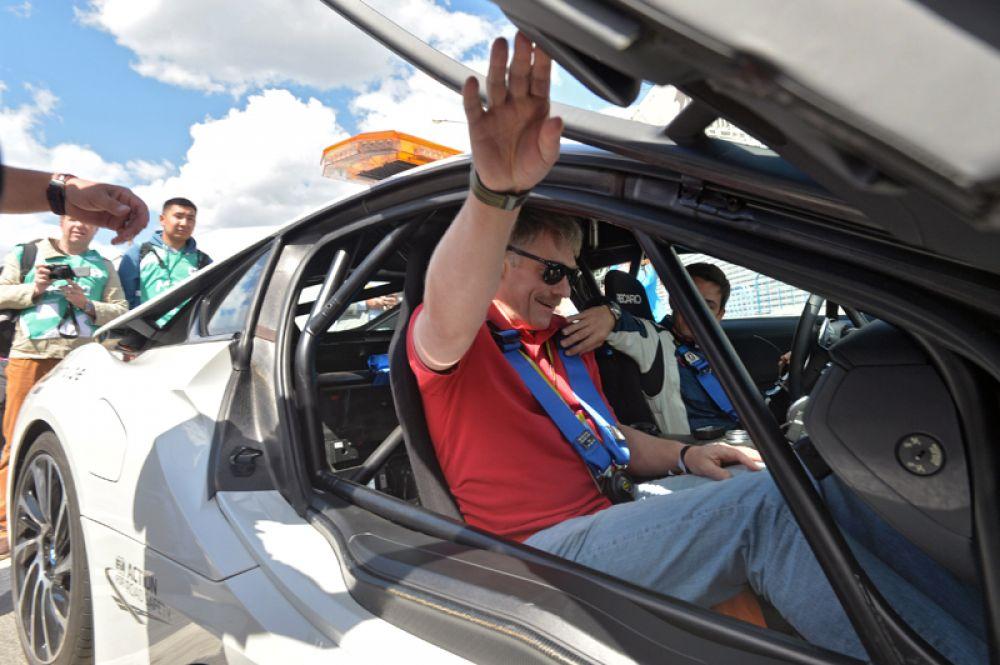 Пресс-секретарь президента РФ Дмитрий Песков во время квалификации этапа чемпионата мира в классе Формула Е в Москве. 2015 год.