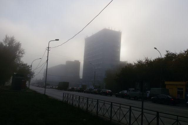 Туман окутал Новосибирск сегодня утром.