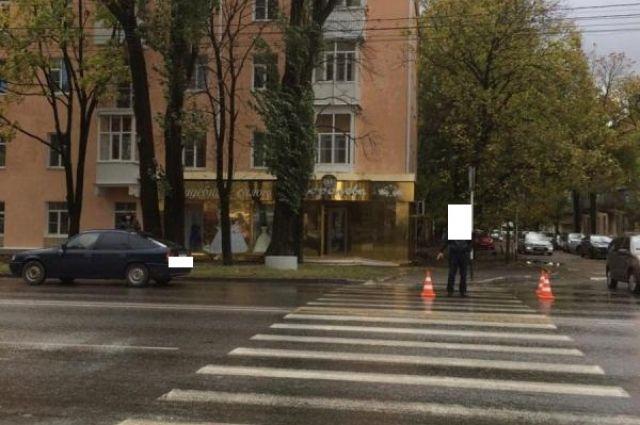 ВСтаврополе под колеса иномарки угодила 20-летняя девушка