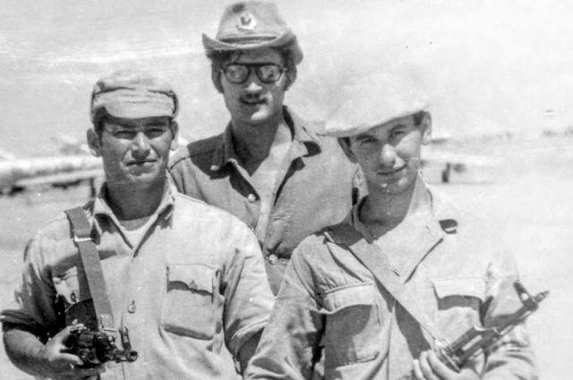 Сергей Скрипаль: «Мы не могли не воевать в Афганистане» (Кандагар, Сергей Скрипаль в центре).