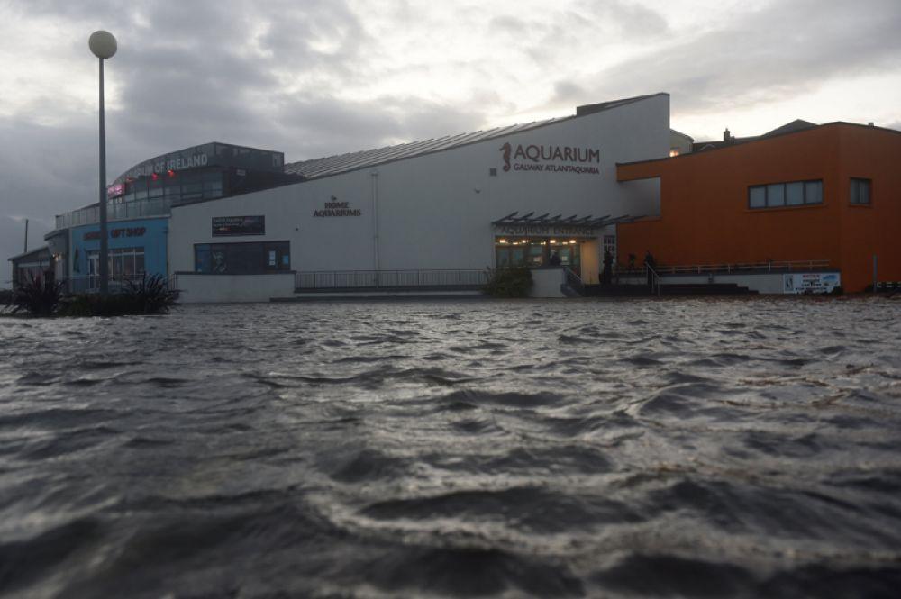Затопленные улицы в Голуэй, Ирландия.