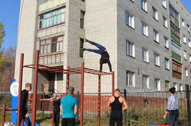 Спортплощадка для занятий воркаутом в Барнауле