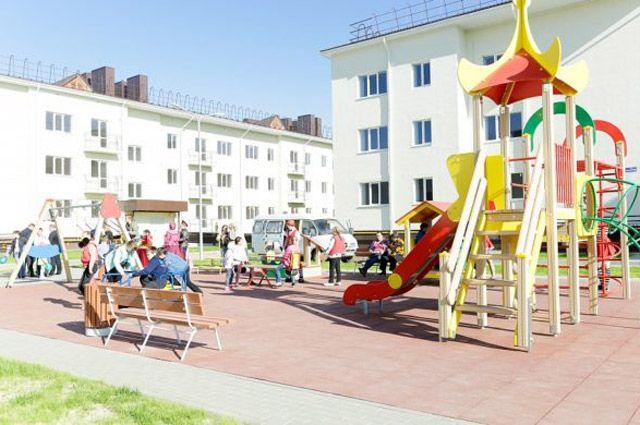 В новые дома с благоустроенными дворами уже переезжают жители Краснослободска Волгоградской обл.