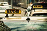 Пассажир такси был доставлен в полицию.