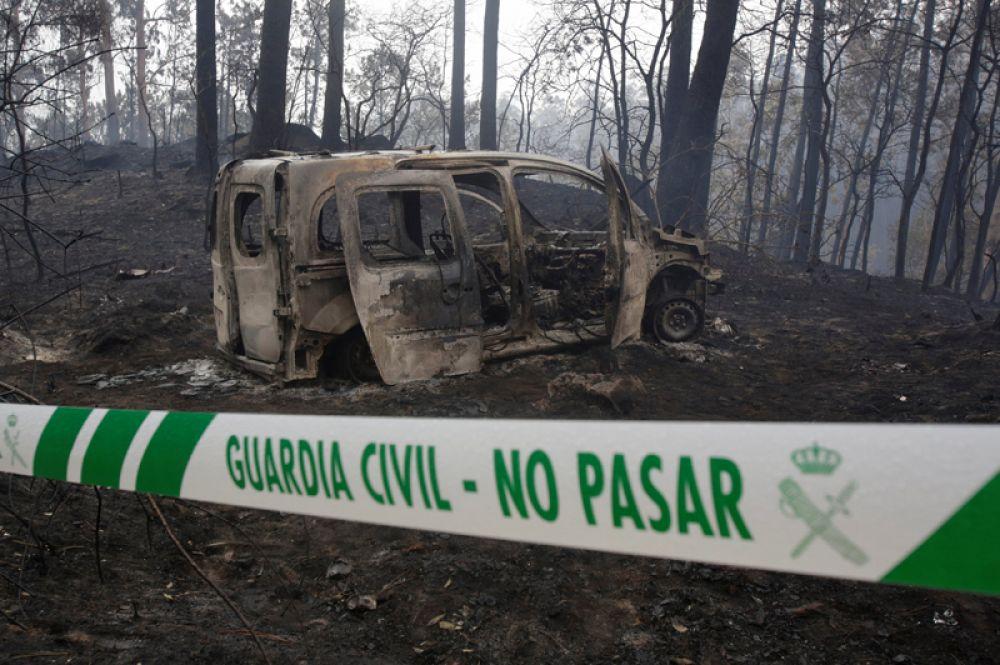 Сгоревший автомобиль в Чандебрито, Галисия, Испания.