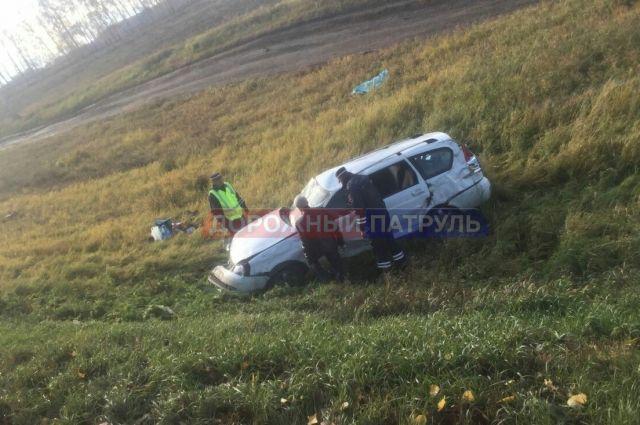 Натрассе вБашкирии перевернулась машина из-за лопнувшего колеса
