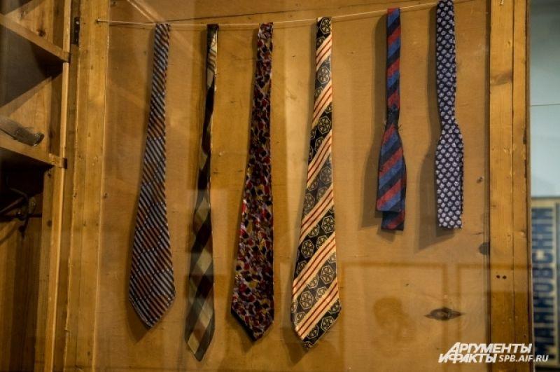 К каждой рубашке у Маяковского был свой галстук.