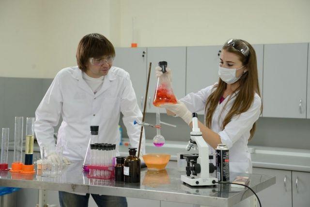 Рособрнадзор проверит знания школьников по химии и биологии