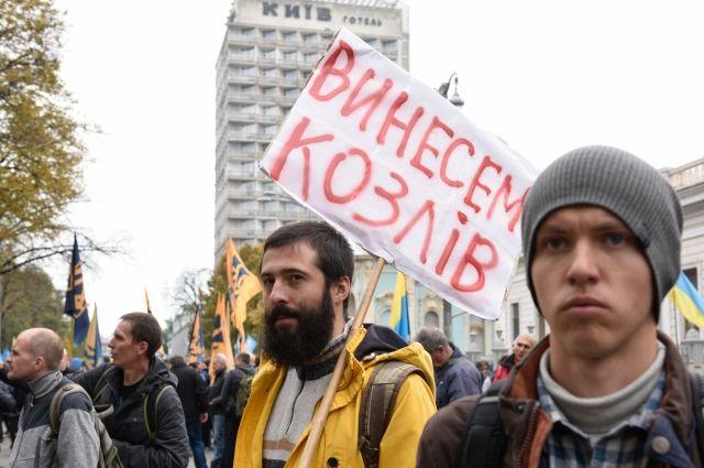 В Киеве митингующие начали устанавливать палатки у здания Рады