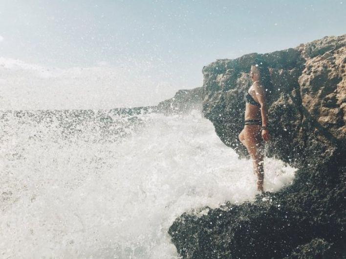 А пока наслаждаемся невероятными снимками красивого моря и Русланы.