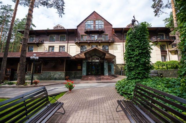Кемеровский ЦСМ подтвердил «Четыре звезды» гостинице «Парк-Отель Грааль».