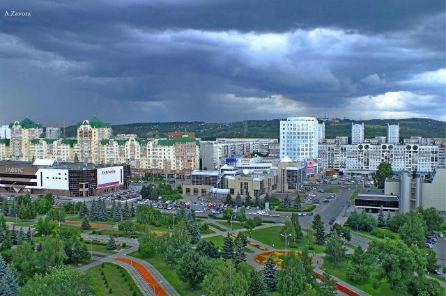 В Новокузнецке на площади Общественных мероприятий заменят сцену.