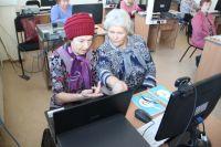 Пенсионеров научат пользоваться Интернетом.