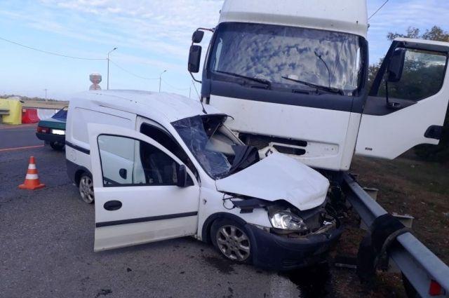 При столкновении легковушки и фургона вКущевском районе умер пенсионер