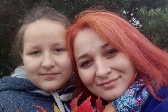 Водитель набросился на пассажирку на глазах у ее 12-летней дочери.
