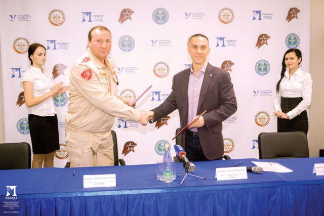 Соглашение подписали Сергей Фуглаев (справа) и Эдуард Королёв.