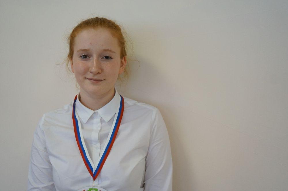 Ученица 9 класса Марина Лобастова – один из экскурсоводов маршрута.