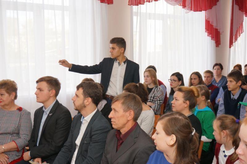 Учащиеся гимназии №8 на встрече-дискуссии обсудили экологическое состояние Кировского района.