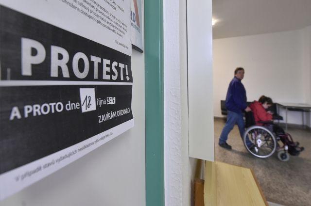 В Чехии семь тысяч врачей устроили забастовку, требуя повысить зарплаты