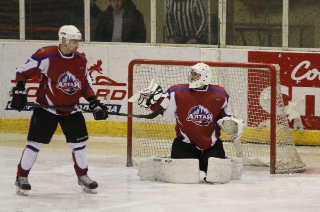 Забивать шайбы у наших хоккеистов почему-то не очень получается.