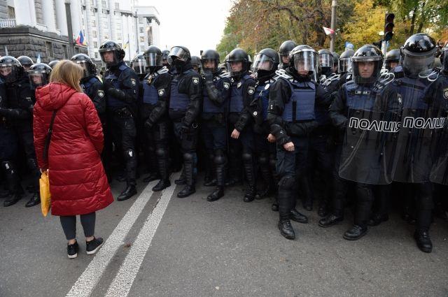 Полицейские применили слезоточивый газ возле Рады