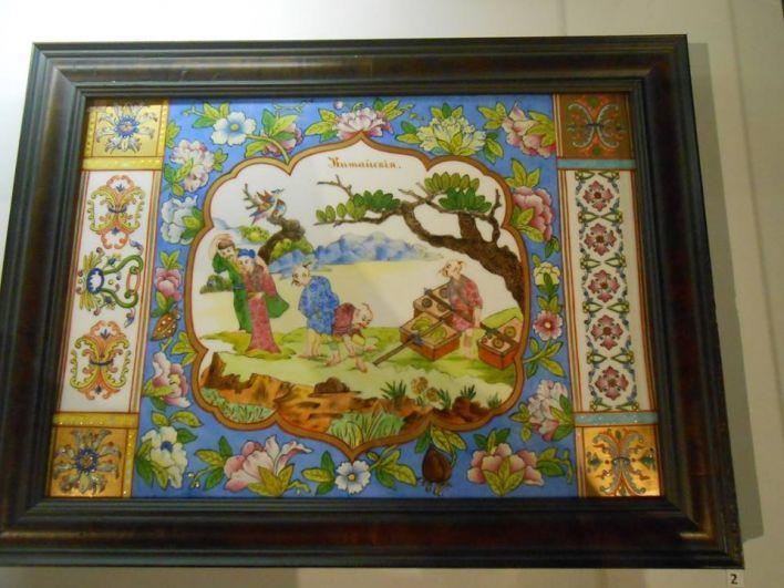 Родившись на Востоке, фарфор пришёл в Россию через Запад, став символом российского искусства.