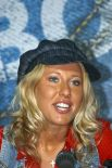 Ксения Собчак на пресс-конференции, посвященной созданию нового молодежного движения «Все свободны!». 2006 год.