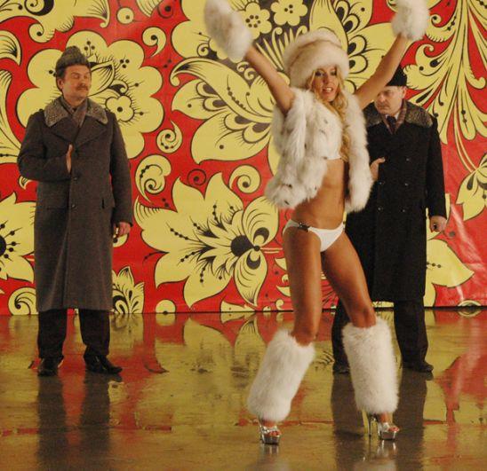 Ксения Собчак на съёмках клипа Тимати «Потанцуй со мной». 2007 год.