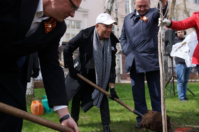 9 мая 2015 года Олег Газманов посадил в Перми дерево.