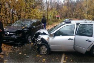 В ДТП пострадало несколько машин.
