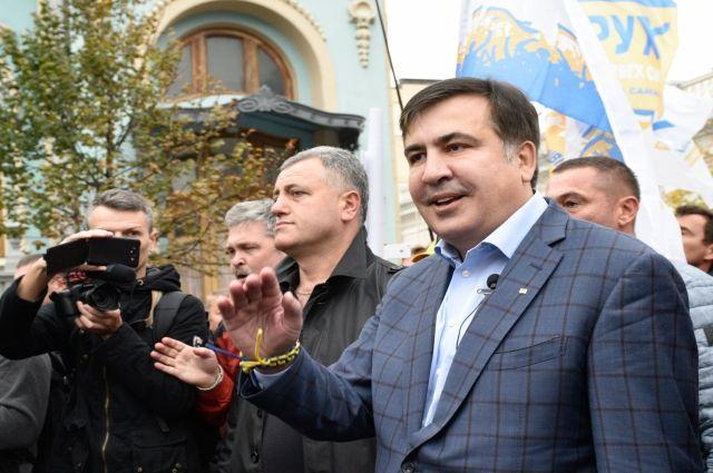 Саакашвили угостили супом в палаточном городке у Верховной рады