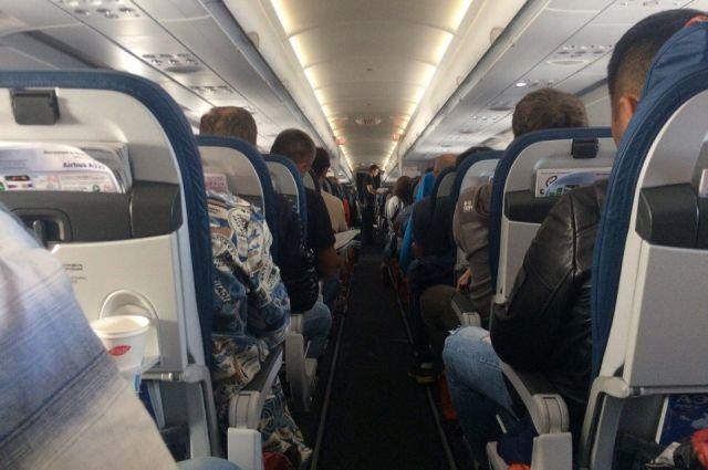 Пассажиру самолета стало плохо.