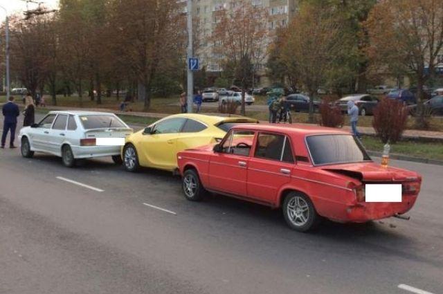 Неопытный шофёр «ВАЗа» устроил тройное ДТП вСтаврополе