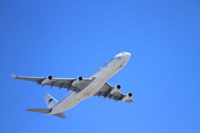 В Новом Уренгое самолет при посадке выкатился за пределы ВПП