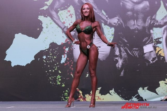 На открытом чемпионате ПФО Вероника Гусарова заняла первое место в категории фитнес-бикини.