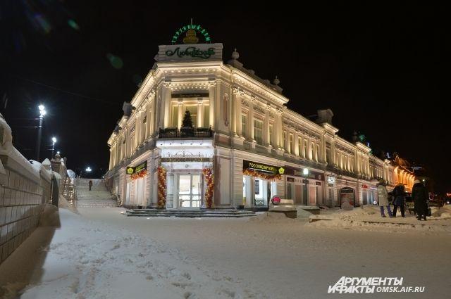 Тротуары в центре Омска обещают убирать быстрее.