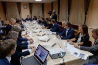 На совещании Максим Решетников и руководители крупнейших компаний-застройщиков обсудили текущий ход и дальнейшие перспективы программы развития территорий.
