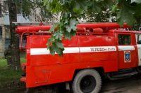 Для тушения пожара на место выехали е пожарные машины и 12 пожарных.