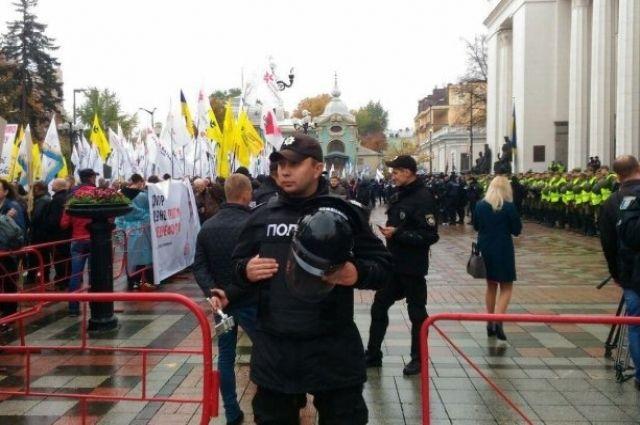 Нардеп: Полиция обыскивала дома участников акций под Радой