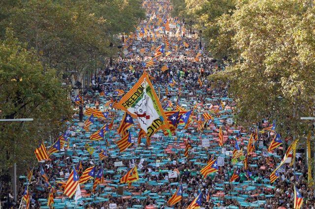 На манифестацию в Барселоне вышли около 450 тысяч человек