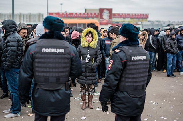 Мигрантофобия и гомофобия. Эксперт – о неприятии «чужих» в России