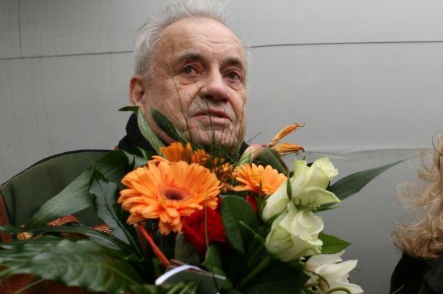 ВСамару привезли 1-ый  в Российской Федерации  монумент  режиссеру Эльдару Рязанову