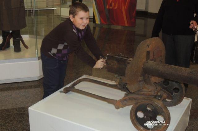 Пулемет «Максим», представленный на экспозиции, реальный.