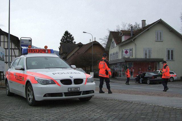 В Швейцарии 17-летний подросток напал на прохожих с топором – СМИ