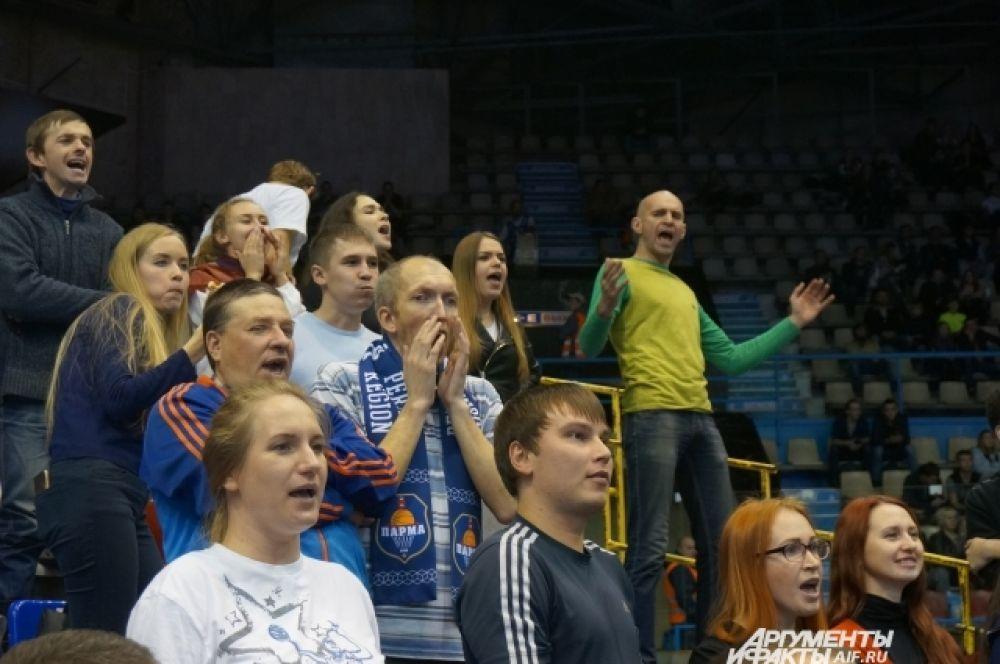 фанаты до последней секунды игры поддерживали любимую команду.
