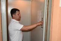 Почти сто лифтов заменят в тюменских многоквартирниках